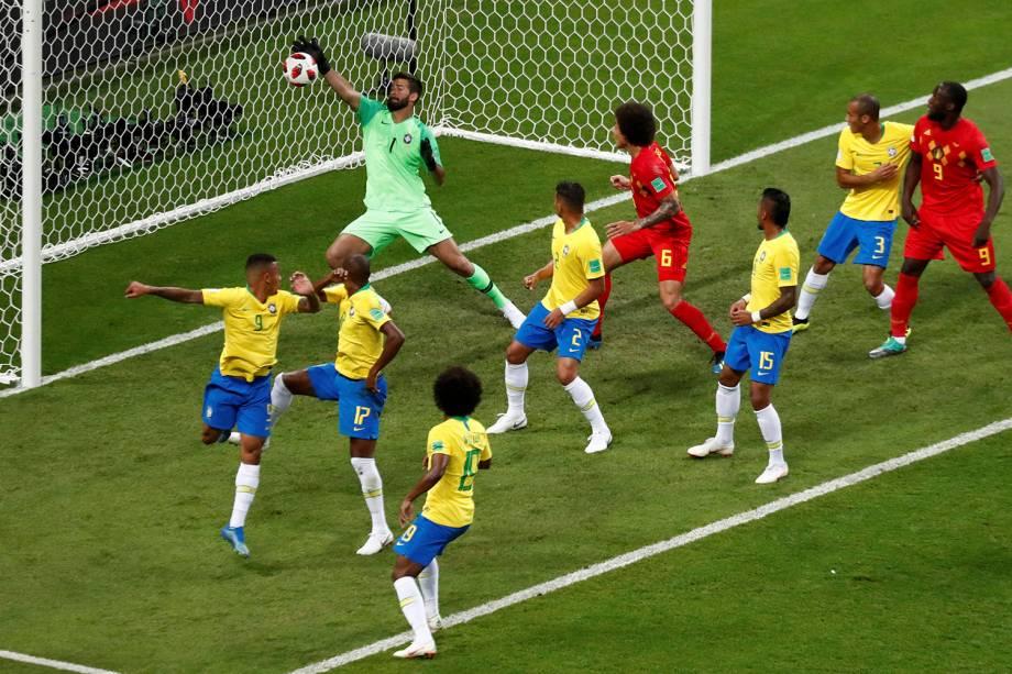 Após o escanteio cobrado pela Bélgica, Fernandinho desvia de cabeça e marca um gol contra - 06/07/2018
