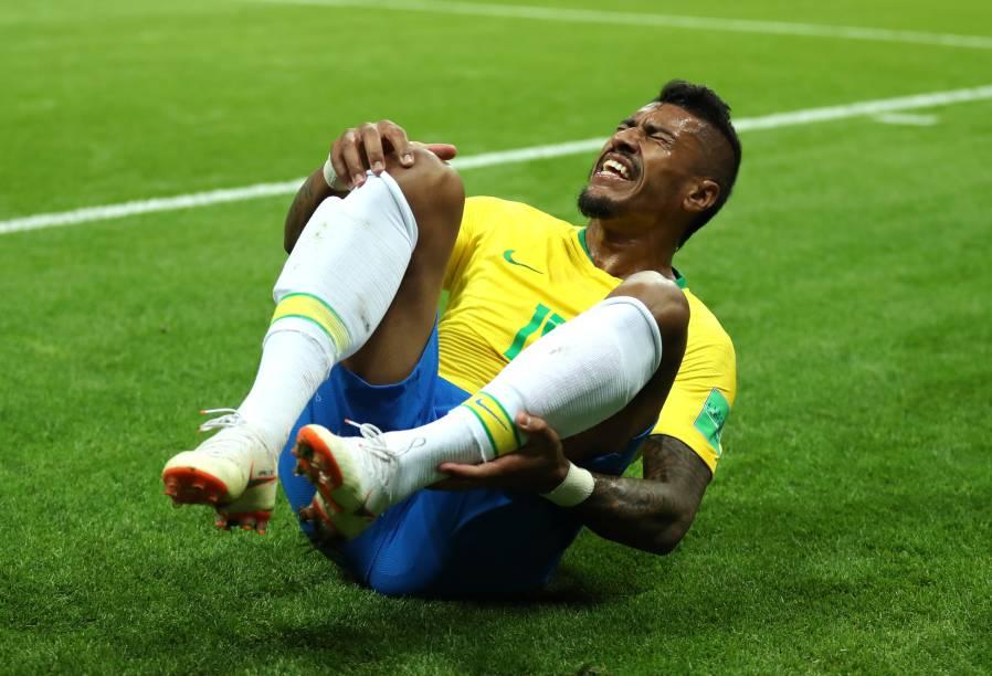 Paulinho reage após uma falta recebida na partida contra a Bélgica, na Arena Kazan - 06/07/2018