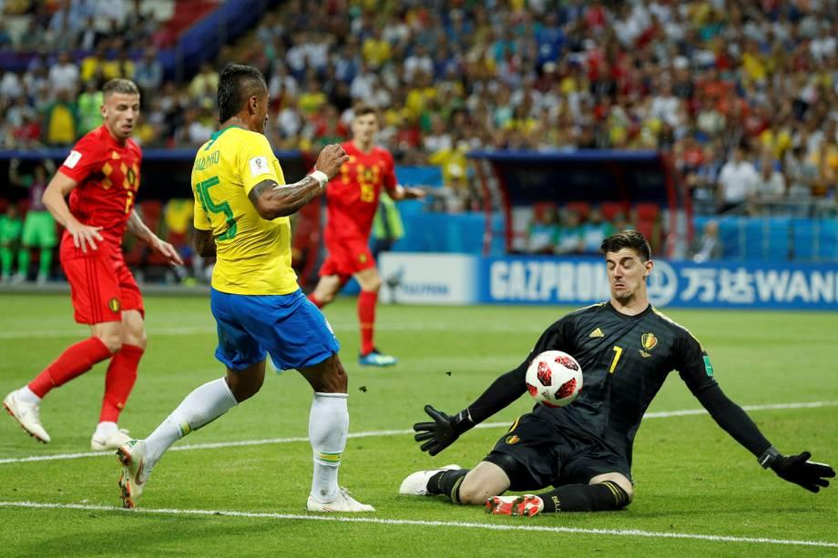 Paulinho perde uma chance de gol na Arena Kazan, na partida válida pelas quartas de final - 06/07/2018