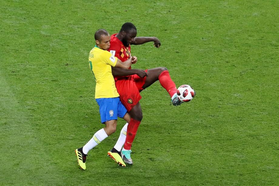 Miranda realiza a marcação do atacante belga Romelu Lukaku - 06/07/2018