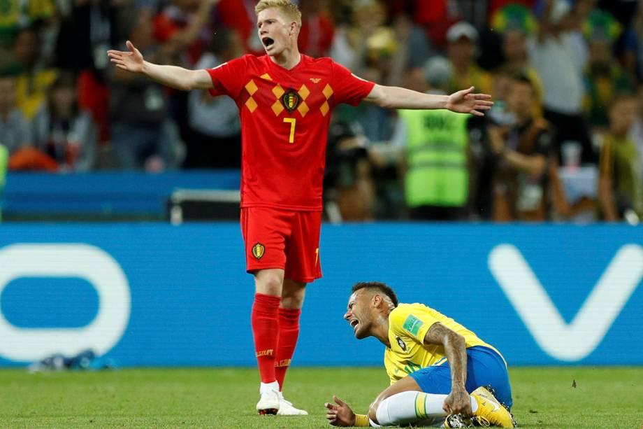 Kevin De Bruyne e Neymar reagem após uma falta cometida sobre o brasileiro - 06/07/2018