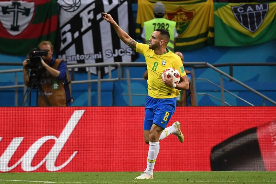 Renato Augusto comemora o gol marcado de cabeça contra a Bélgica, na Arena Kazan - 06/07/2018