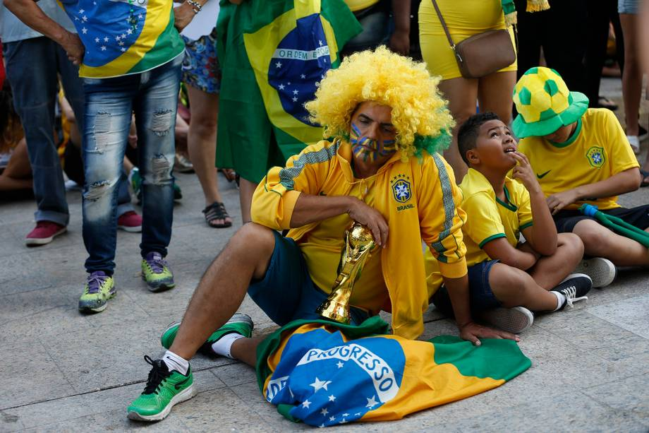 Torcedores do Brasil no Rio de Janeiro reagem após a eliminação da seleção na partida contra a Bélgica, na Arena Kazan - 06/07/2018