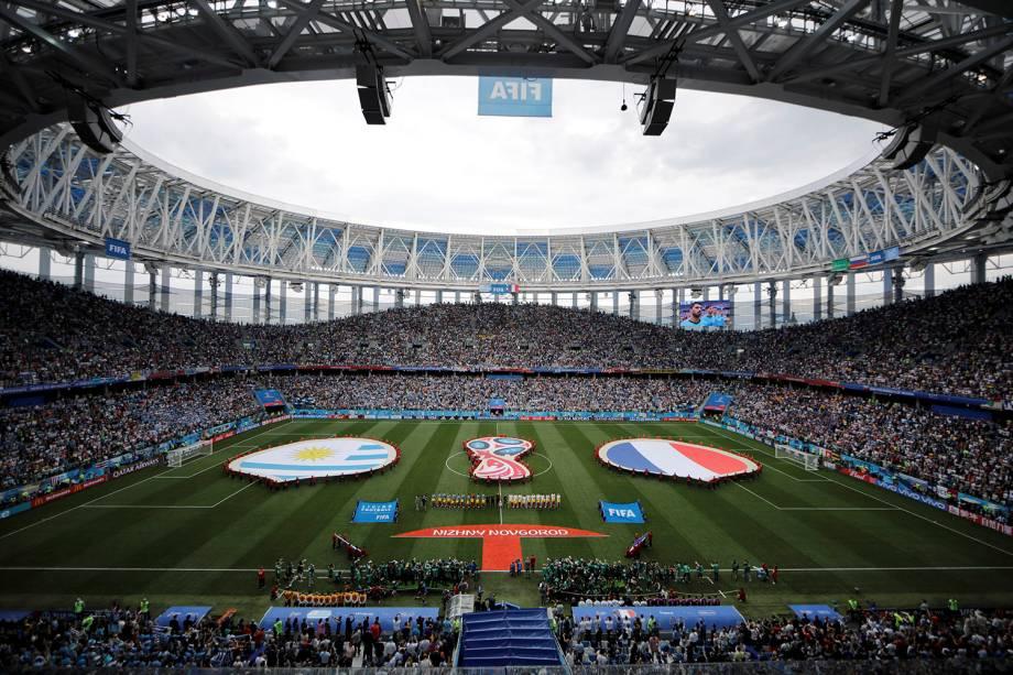 As seleções de França e Uruguai cantam os hinos nacionais antes do confronto das quartas de final, no estádio Níjni Novgorod - 06/07/2018