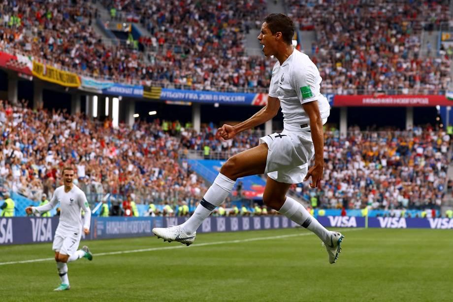 Raphael Varane, da França, comemora o gol marcado contra o Uruguai, nas quartas de final da Copa do Mundo Rússia - 06/07/2018