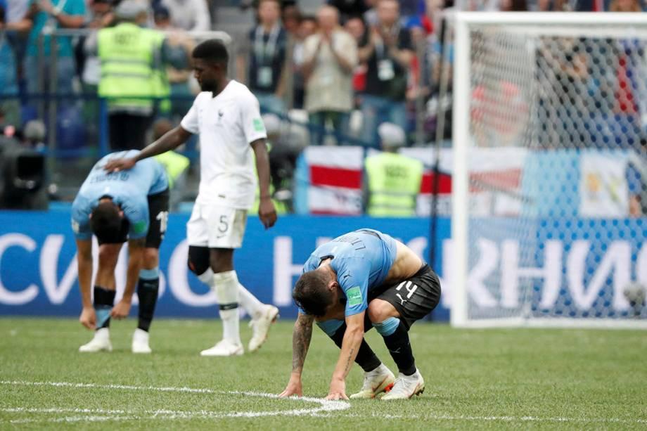 Jogadores uruguaios reagem após a derrota por 2 a 0 para a França nas quartas de final - 06/07/2018