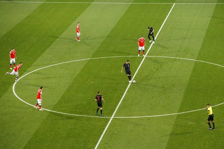 É dado o pontapé inicial na partida entre Rússia e Croácia no estádio Fisht, válida pelas quartas de final - 07/07/2018