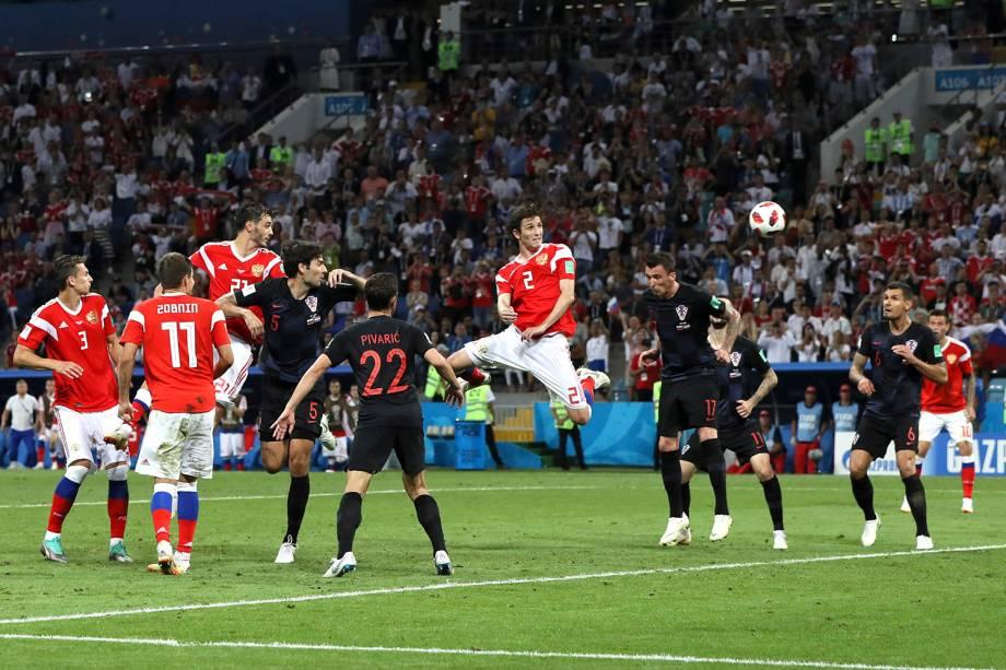 Mario Fernandes marca de cabeça para a Rússia e empata a partida com a Croácia na prorrogação - 07/07/2018