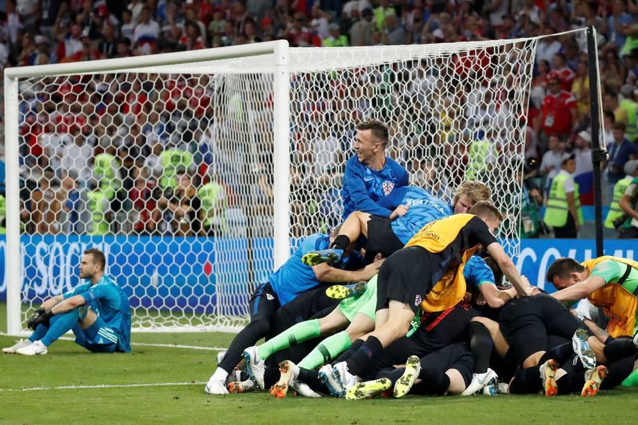 Jogadores croatas comemoram a vitória sobre a Rússia nos pênaltis durante o confronto de quartas de final - 07/07/2018