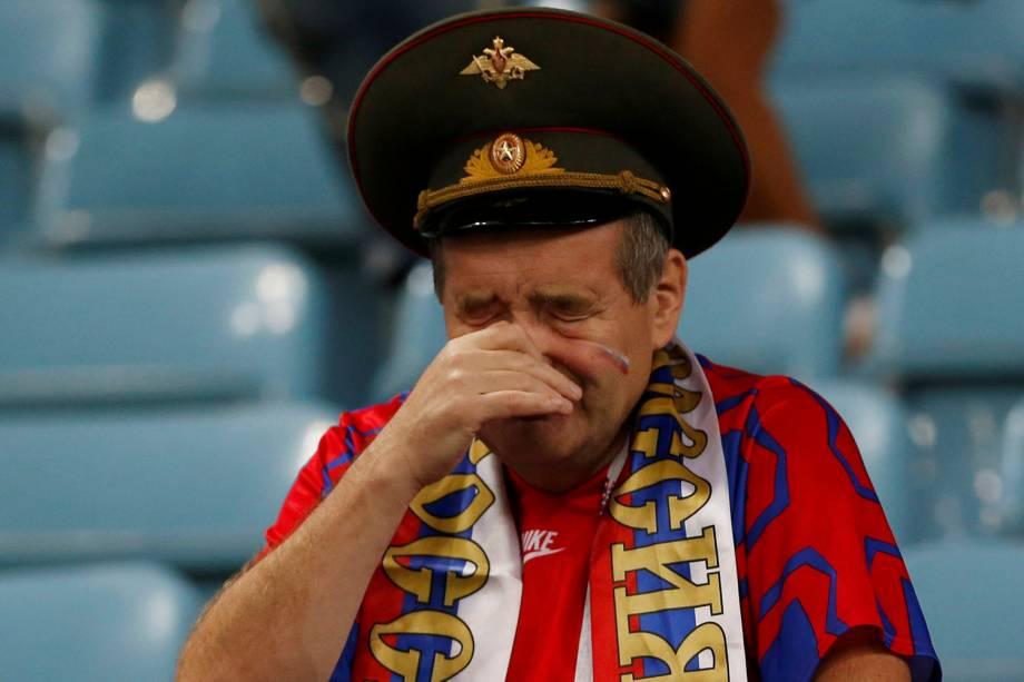 Torcedor russo lamenta após a eliminação da seleção nos pênaltis para a Croácia - 07/07/2018