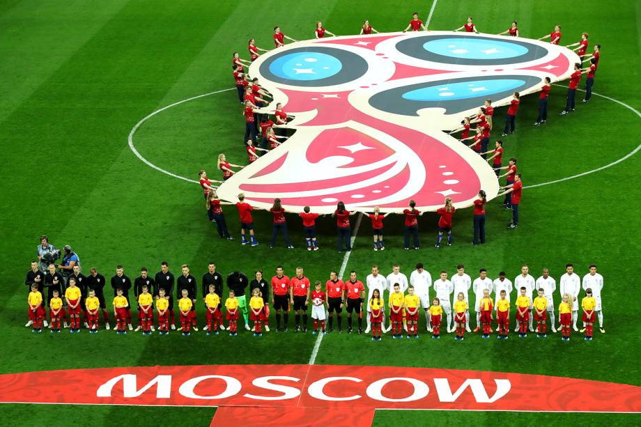 Time inglês e croata perfilados antes da execução dos hinos nacionais, antes da partida válida pelas semifinais da Copa do Mundo - 11/07/2018
