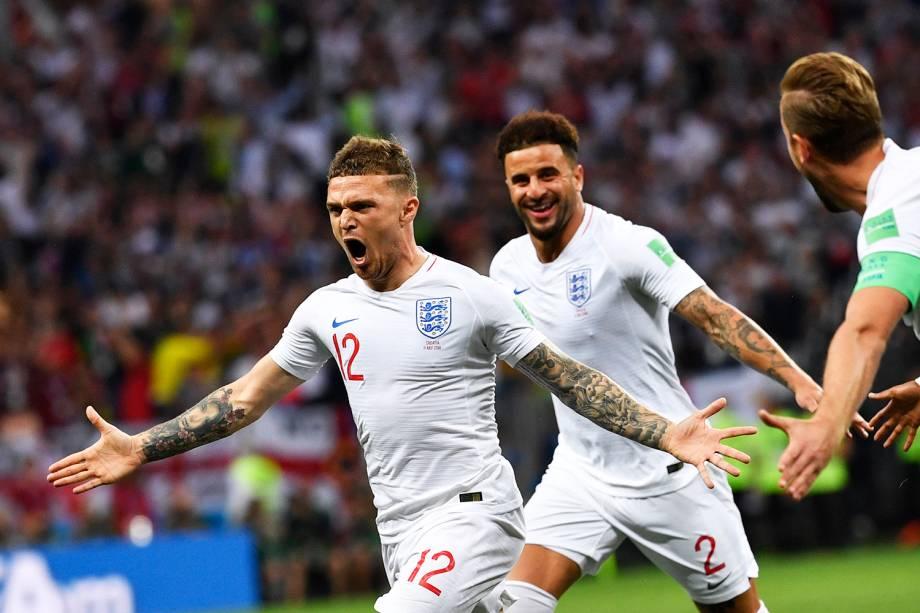Kieran Trippier comemora após marcar gol de falta para a Inglaterra - 11/07/2018