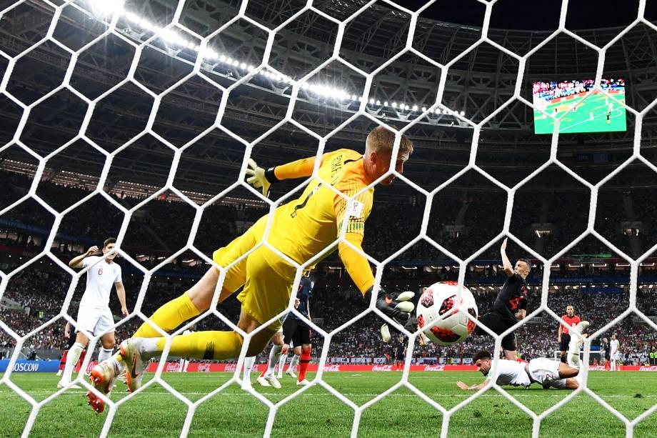 Ivan Perisic marca gol de empate para a Croácia, durante partida contra a Inglaterra, válida pelas semifinais da Copa do Mundo - 11/07/2018