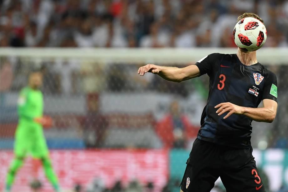 Ivan Strinic domina bola durante partida entre  Inglaterra e Croácia, válida pelas semifinais da Copa do Mundo, realizada no Estádio Lujniki, em Moscou - 11/07/2018
