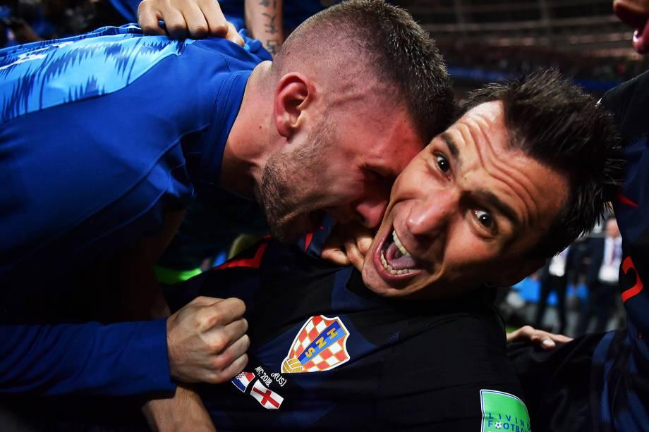 O fotógrafo Yuri Cortez, da Agence France-Presse (AFP), foi derrubado em meio à euforia de jogadores durante a comemoração do segundo gol croata e registrou imagens após o ocorrido - 11/07/2018