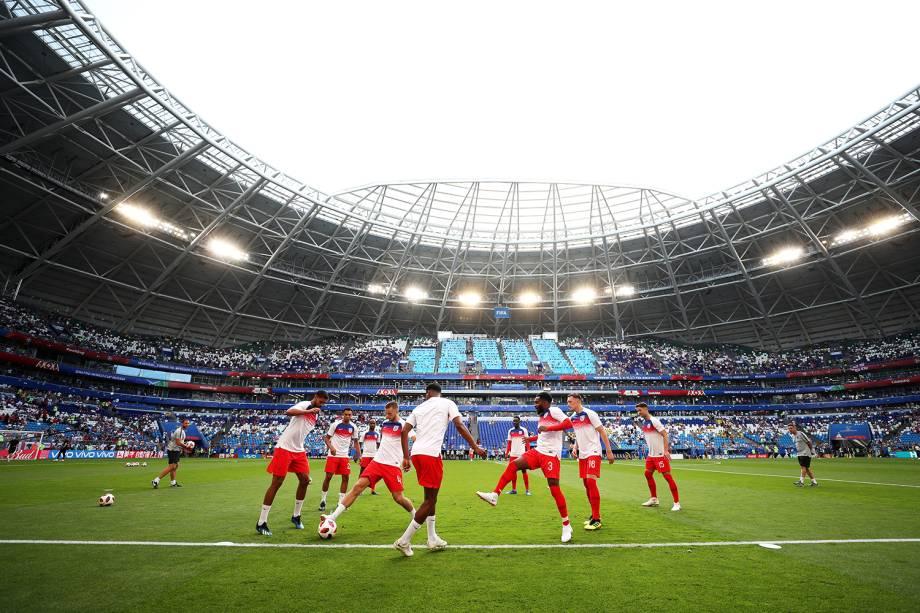Jogadores ingleses realizam aquecimento na Arena Samara, antes de partida contra a Suécia, válida pelas quartas de final da Copa do Mundo - 07/07/2018