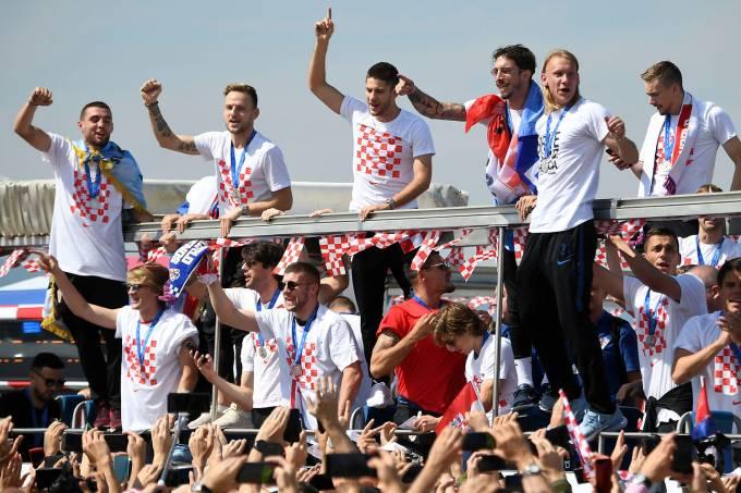 Jogadores da seleção da Croácia são recebidos em seu país