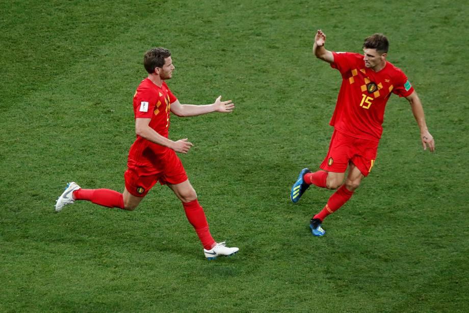Jan Vertonghen da Bélgica comemora seu primeiro gol com Thomas Meunier em partida contra o Japão - 02/07/2018
