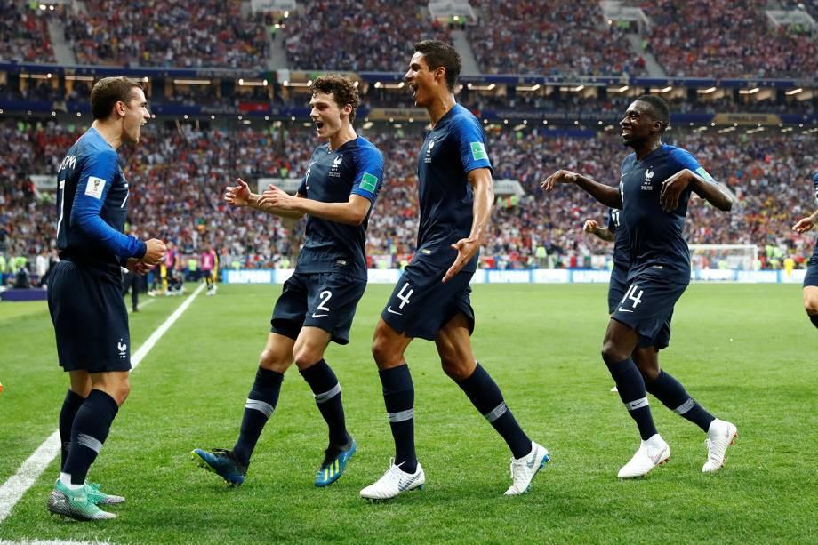 Jogadores franceses comemoram após gol contra de Mandzukic, pela final da Copa do Mundo - 15/07/2018
