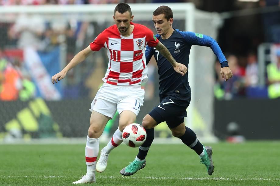 Marcelo Brozovic da Croácia disputa a bola com Antoine Griezmann da França na Final da Copa do Mundo 2018 no Estádio Lujniki - 15/07/2018
