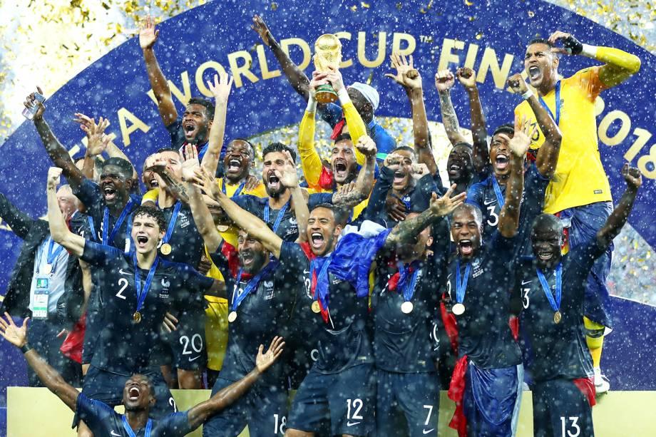 Hugo Lloris ergue taça da Copa do Mundo após a França vencer a Croácia por 4 a 2, e conquistar o bicampeonato mundial - 15/07/2018