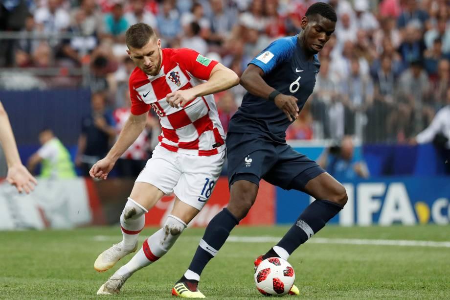 Paul Pogba disputa a posse de bola com Ante Rebic da Croácia na Final da Copa do Mundo 2018 - 15/07/2018