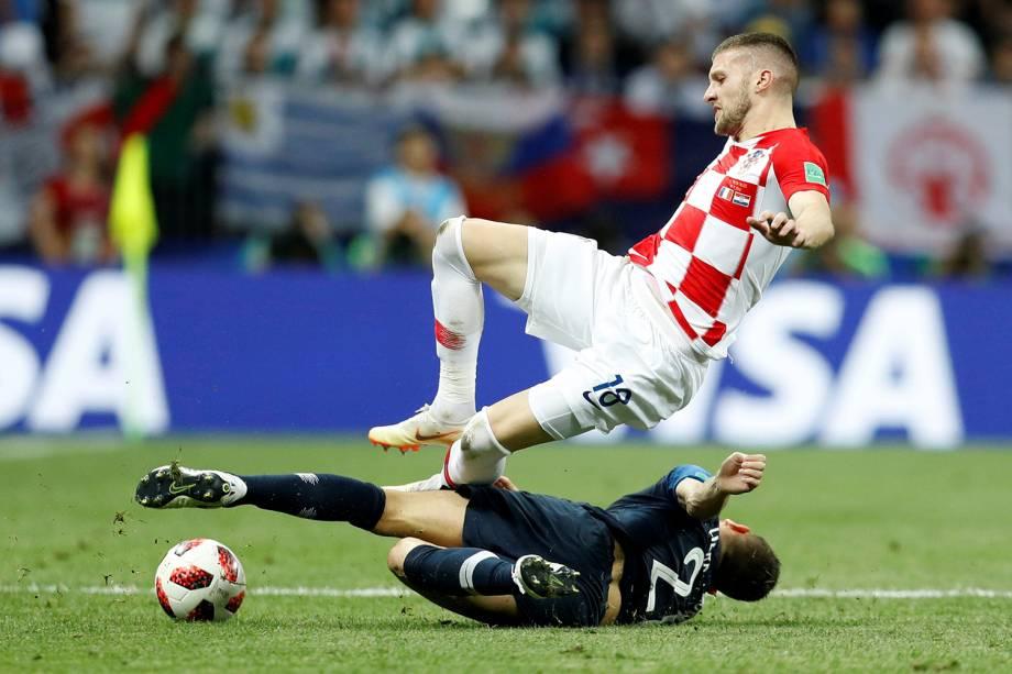 Lucas Hernandez da França e Ante Rebic colidem durante disputa de bola na Final da Copa do Mundo 2018 - 15/07/2018