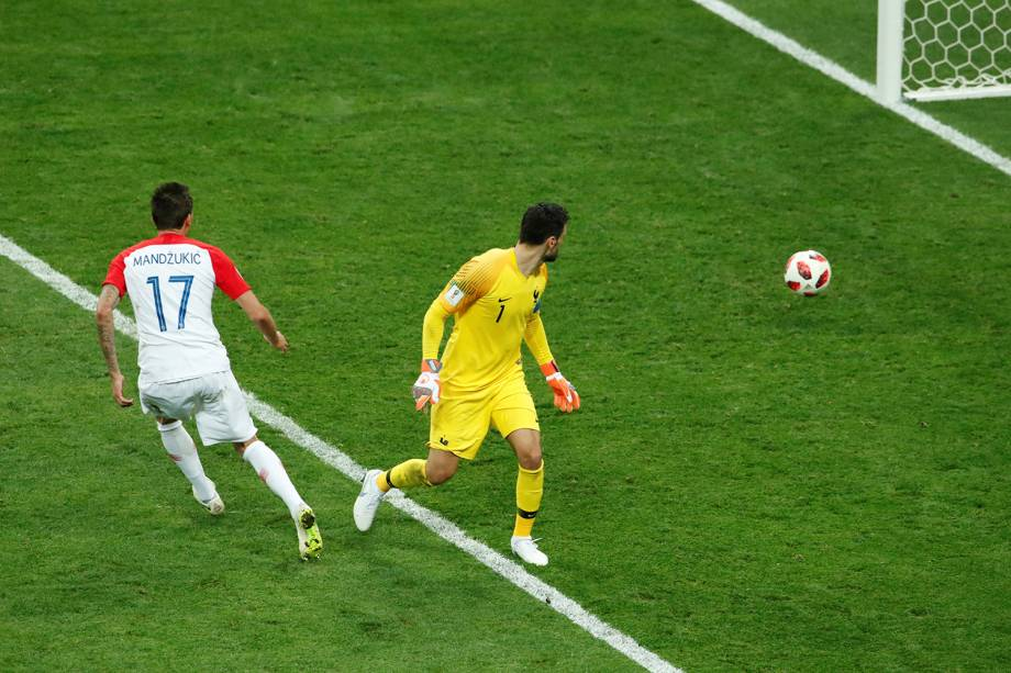 Mario Mandzukic marca segundo gol da Croácia em partida contra a França na final da Copa do Mundo 2018 - 15/07/201