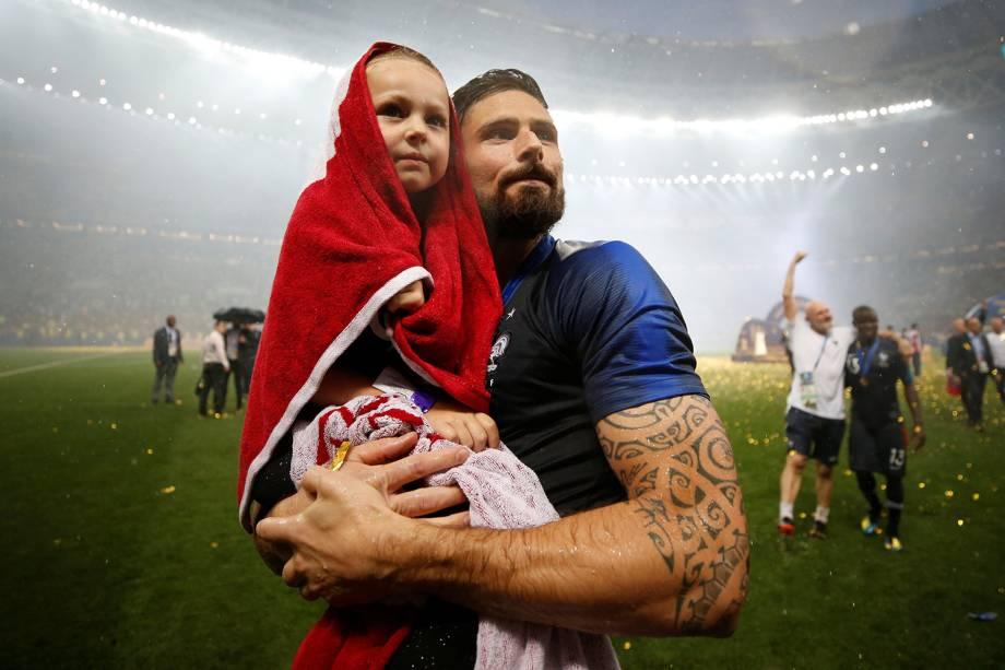 Olivier Giroud da França comemora vitória na Copa do Mundo com sua filha - 15/07/2018