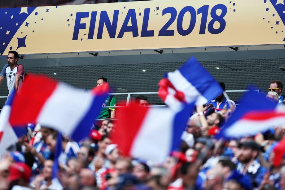 Torcedores franceses acompanham partida no Estádio Lujniki, em Moscou - 15/07/2018