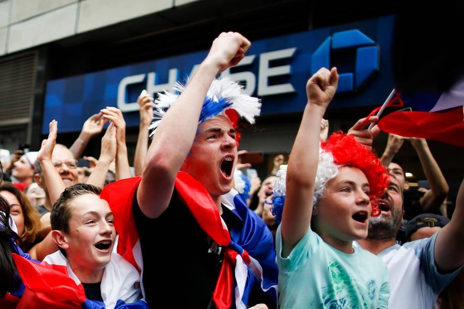 Torcedores franceses comemoram gol em Nova York, durante a final da Copa do Mundo - 15/07/2018