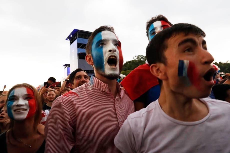 Torcedores franceses comemoram gol em Moscou, durante a final da Copa do Mundo - 15/07/2018