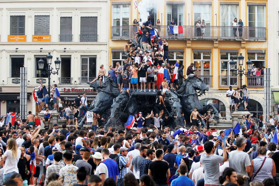 Torcida celebra o bicampeonato francês na cidade de Lyon- 15/07/2018