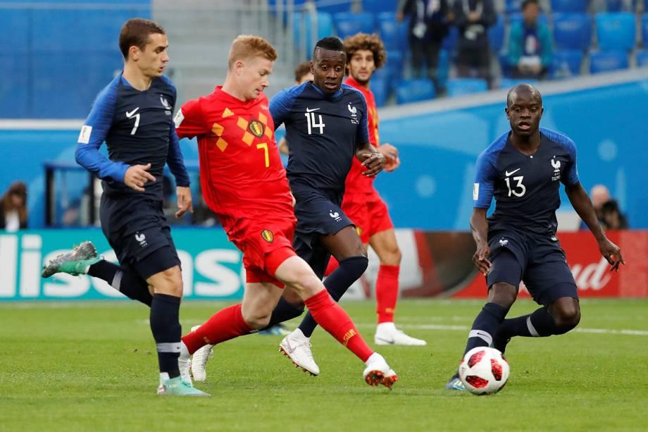Kevin De Bruyne da Bélgica durante jogada em partida contra a França no Estádio São Petersburgo - 10/07/2018