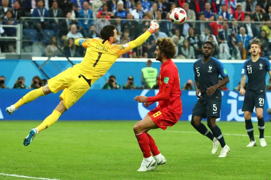 Hugo Lloris goleiro da França defende jogada de Marouane Fellaini da Bélgica - 10/07/2018