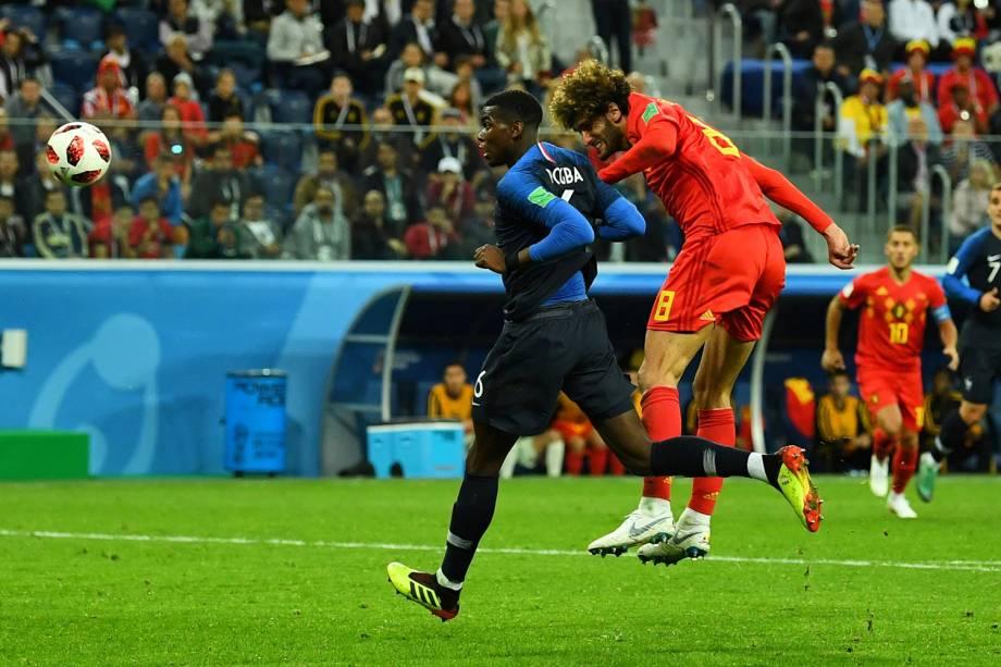 Marouane Fellaini da Bélgica tenta marcar gol em partida contra a França - 10/07/2018