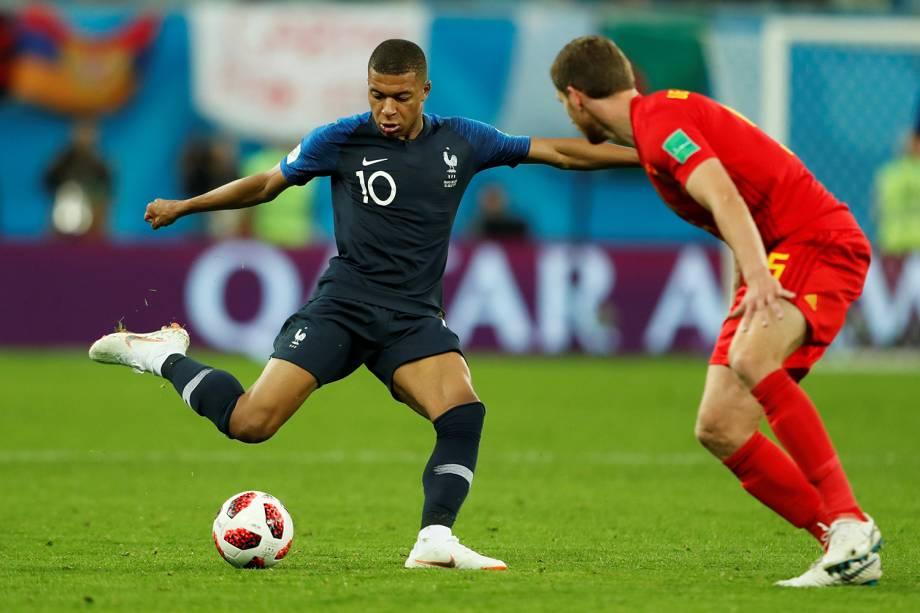 Kylian Mbappe da França durante jogada contra Jan Vertonghen da Bélgica - 10/07/2018