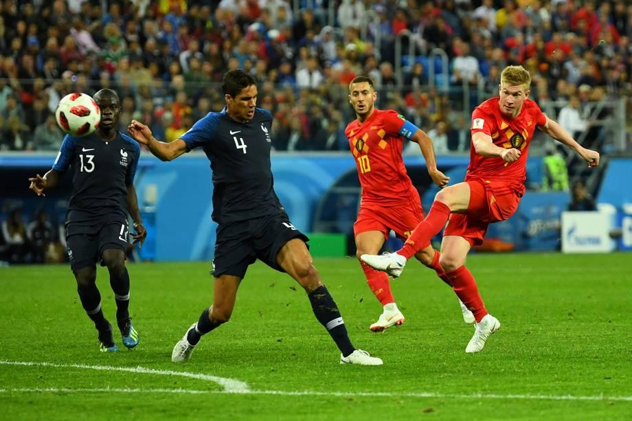 Kevin De Bruyne da Bélgica tenta marcar gol em partida contra a França - 10/07/2018