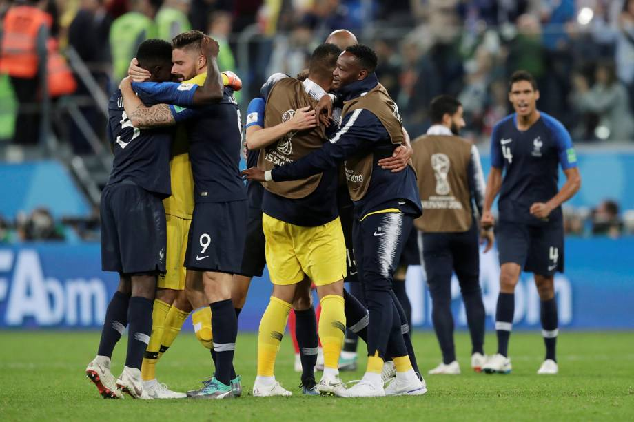 Jogadores da França comemoram vitória contra a Bélgica no Estádio São Petersburgo - 10/07/2018