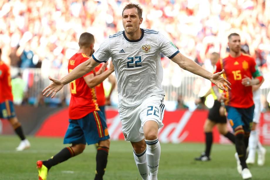 Artem Dzyuba da Rússia comemora seu primeiro gol em partida contra a Espanha no Estádio Lujniki - 01/07/2018