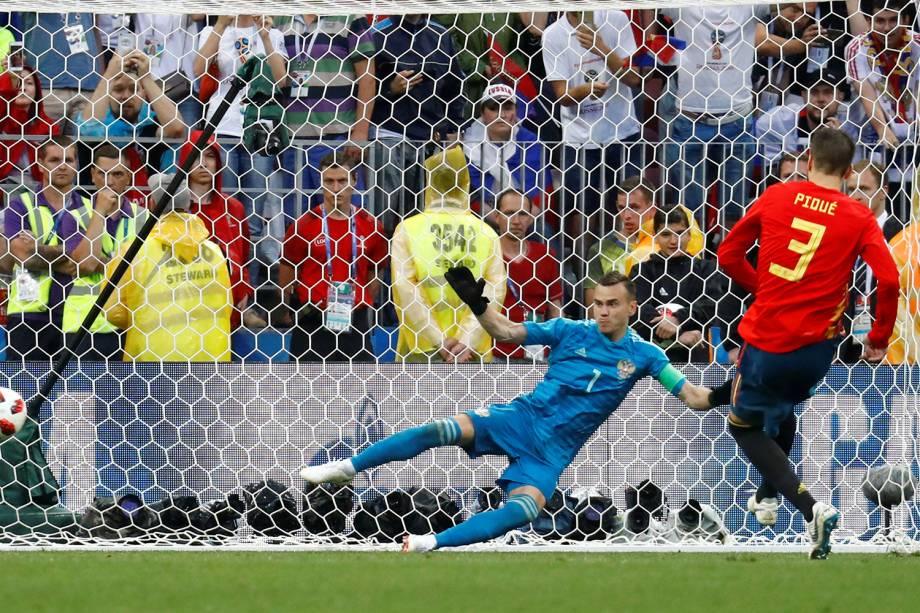 Gerard Pique marca pênalti em partida da Espanha contra Rússia - 01/07/2018