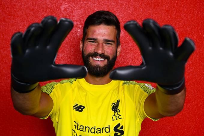 Alisson é contratado pelo Liverpool