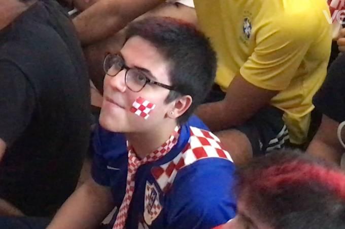 Torcedor acompanha a final da Copa do Mundo, entre Croácia e França, na Croatia Sacra Paulistana, no Jabaquara, em São Paulo