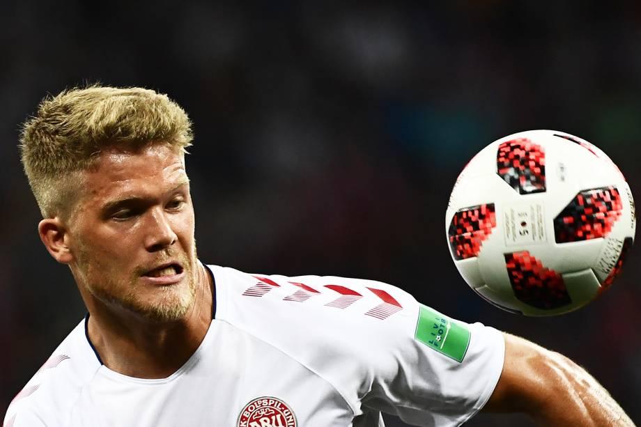 Andreas Cornelius controla a bola durante partida entre Croácia e Dinamarca, válida pelas oitavas de final da Copa do Mundo - 01/07/2018
