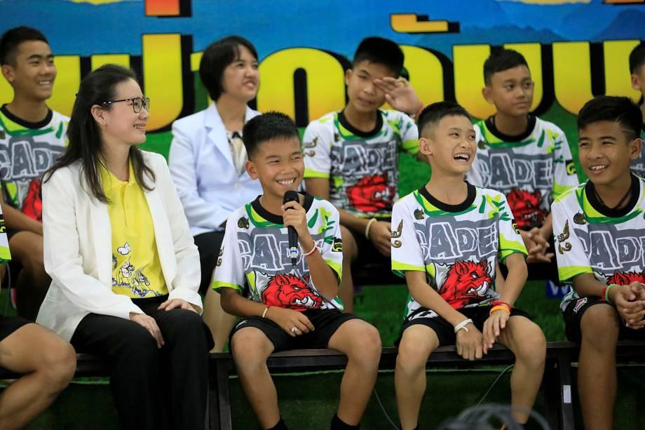 Jovens tailandeses resgatados da caverna inundada de Than Luang falam pela primeira vez com a imprensa após deixarem hospital. - 18/07/2018