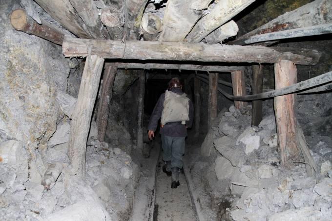 Mina de extração na Bolívia