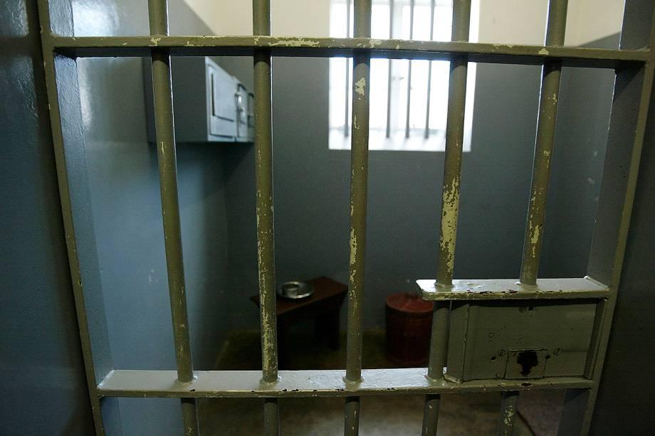 Cela onde Nelson Mandela ficou preso em Robben Island, África do Sul - 28/11/2003