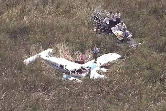 Aeronaves colidem em Everglades, Miami, Flórida