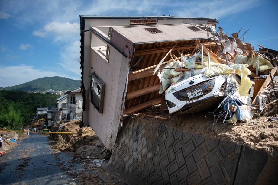 Casa fica seriamente danificada em uma área atingida pelas inundações em Kumano, prefeitura de Hiroshima, no Japão - 09/07/2018