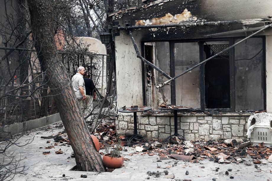 Casa destruída por incêndio florestal no vilarejo de Mati, nos arredores de Atenas, Grécia - 25/07/2018
